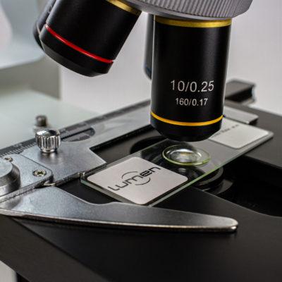 Microscópio Biológico Binocular LM2120BL - visão em detalhe